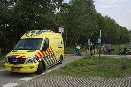 Toerist met fiets onderuit op Zeeweg in Overveen