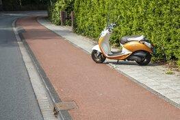 Scooterrijdster ziet stoeprandje over het hoofd bij inhaalactie in Bloemendaal